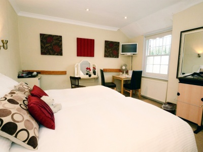 The Falcon Inn - Denham - The Garden Room